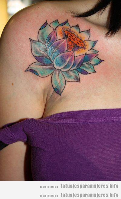 Tatuajes para mujer en el hombro, flor de loto