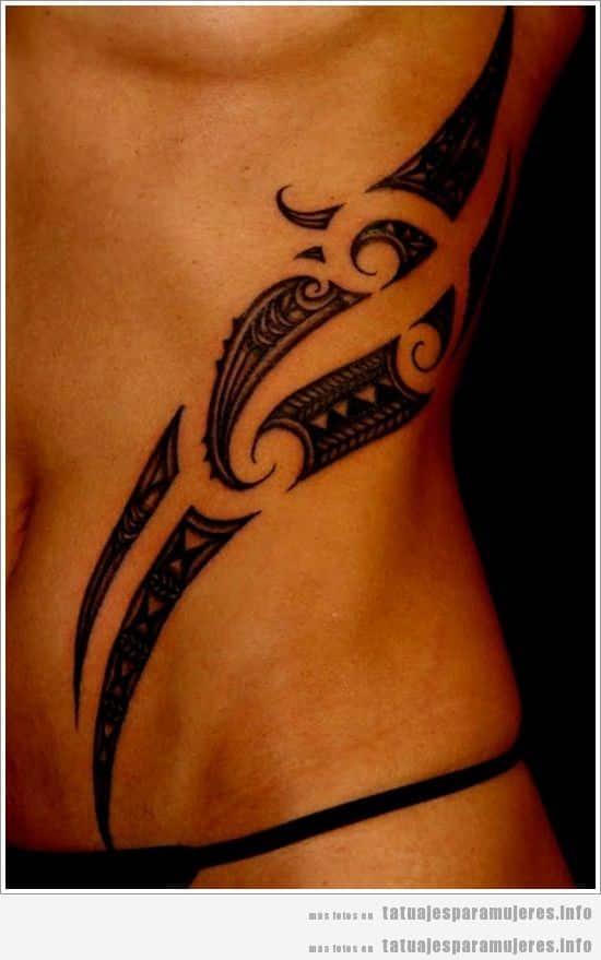 Diseño de tatuaje maorí para chica en el costado