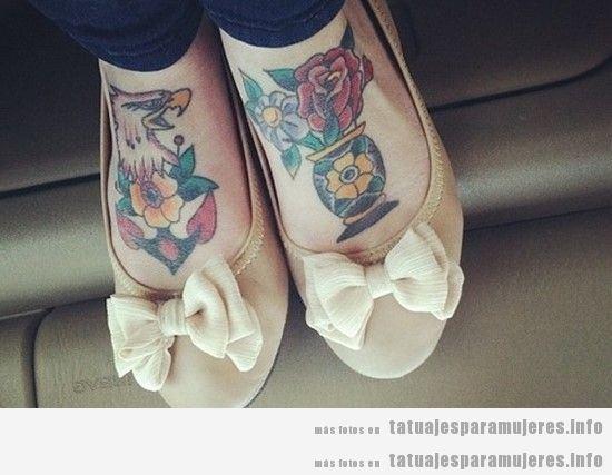 Tatuaje para mujeres en el empeine, águilas y flores
