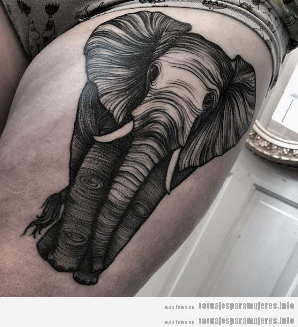 Tatuaje para mujer, elefante en un muslo