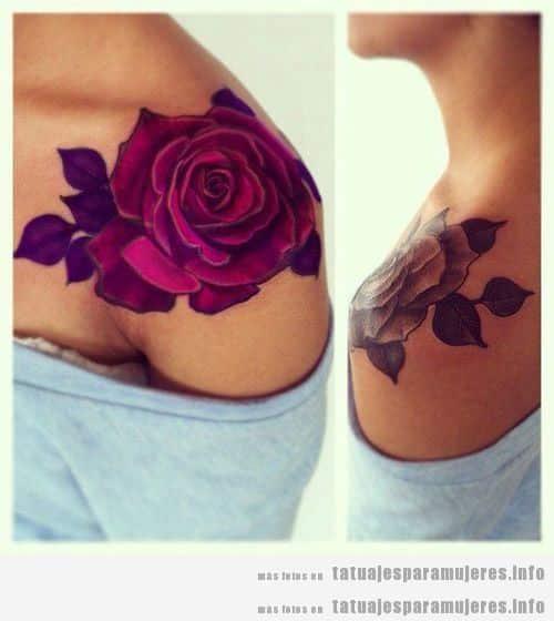 Precioso tatuaje para mujer, rosa en el hombro