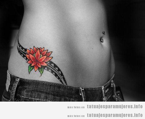 Tatuaje mujer, flor loto y tribal en cadera