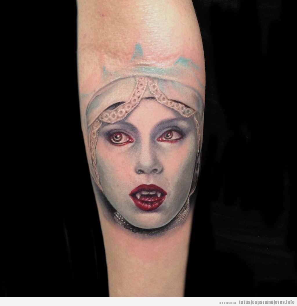 Tatuaje personaje Lucy Westenra Drácula de Bram Stoker