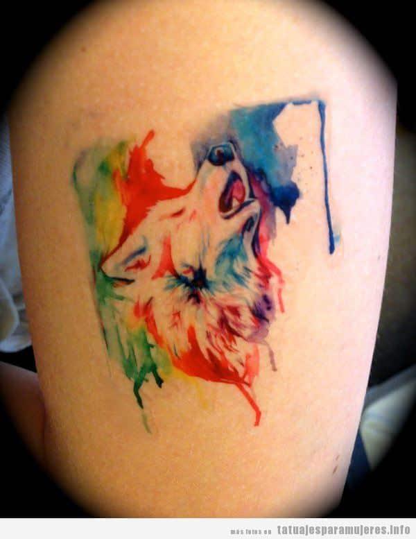 Tatuaje lobo acuarela para mujer