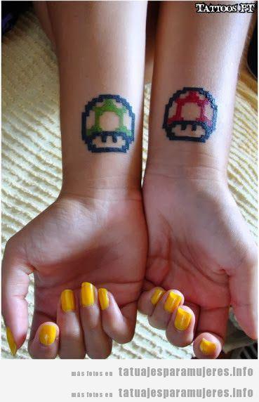 Tatuaje friki del videojuego Mario Bros para mujer