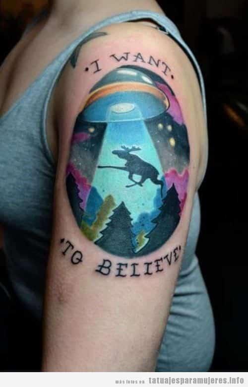 Tatuaje friki de extraterrestres para mujer