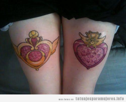 Tatuajes Sailor Moon en los muslos