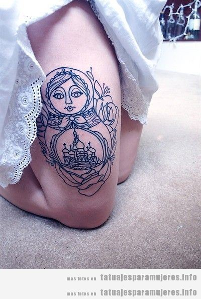 Tatuajes muñeca rusa matrioska para mujer en muslo 3