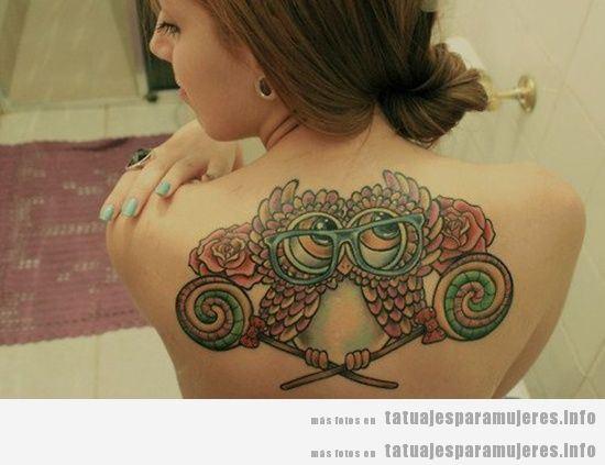Tatuaje búho para mujer en la espalda 2