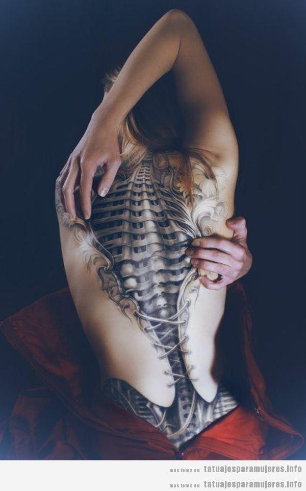 Diseño tatuajes realistas para mujer, efecto piel desgarrada 3