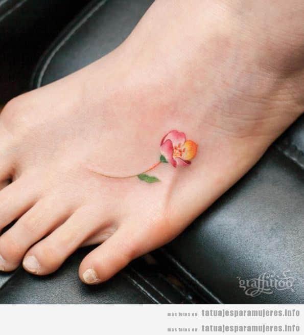 Tatuajes pequeños para mujer en el empeine 3