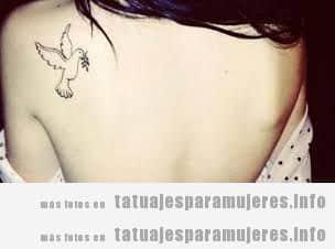 Tatuajes mujer paloma de la paz en la espalda 2