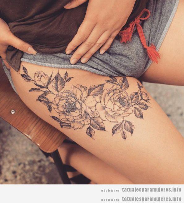 Tatuajes en el muslo con diseño de flores 2