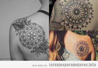 Tatuajes en el omóplato para mujeres: + 35 diseños que te enamorarán