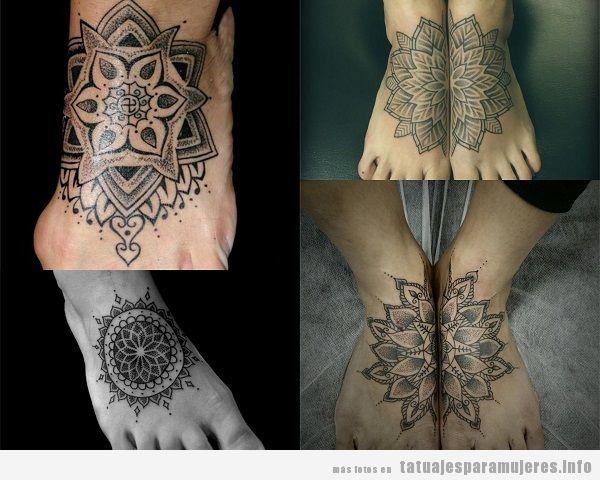 Tatuajes para mujer en el pie con mandalas
