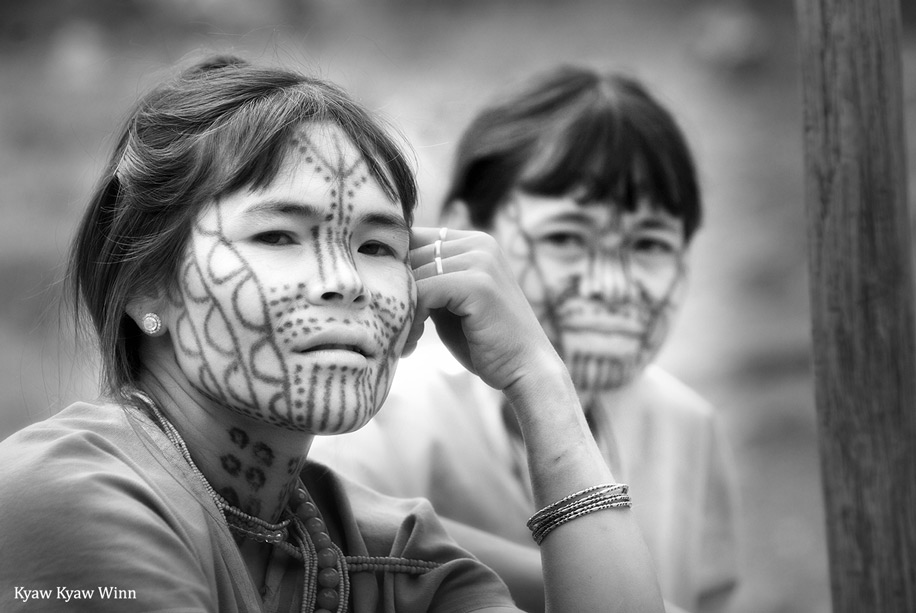 Mujeres de Myanmar con tatuajes en la cara