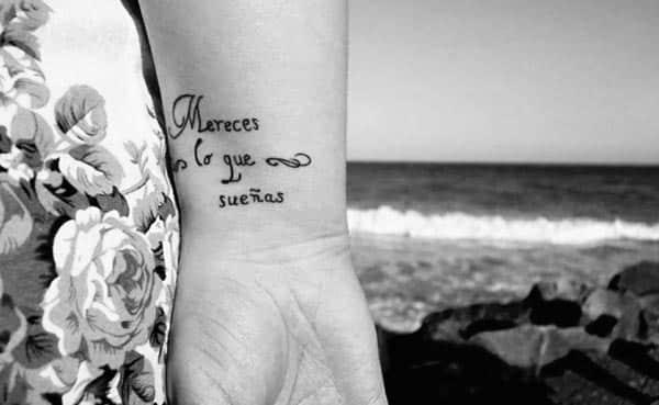 Tatuajes para mujer con frases en español sobre la vida 5