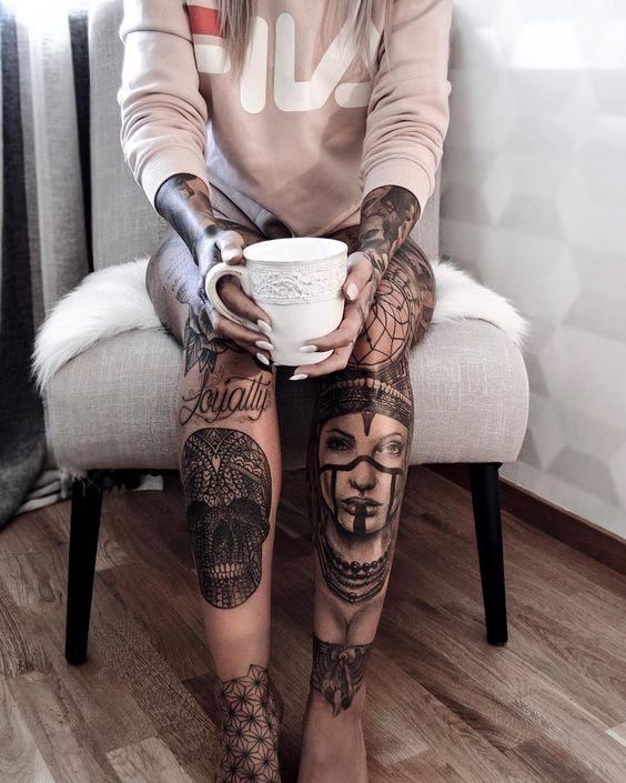 Tatuajes mujer en las piernas