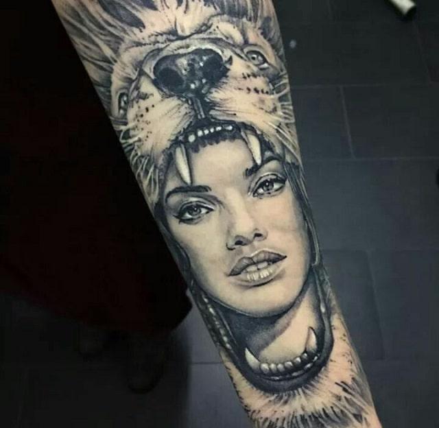 Tatuaje mujer cabeza león