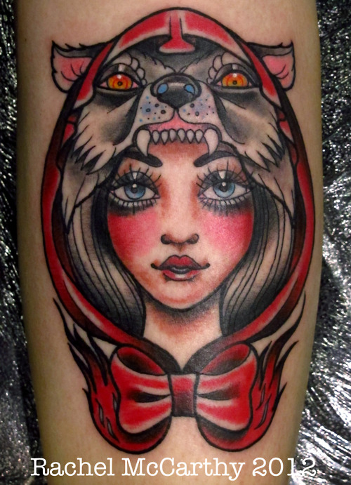Tatuaje mujer cabeza lobo