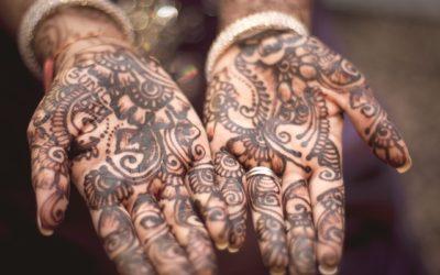 Conoce aquí todo sobre los tatuajes de henna tradicionales en Marruecos, la India y el norte de África