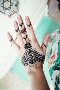 Tatuaje henna mano