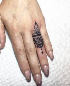Tatuajes mujer anillos