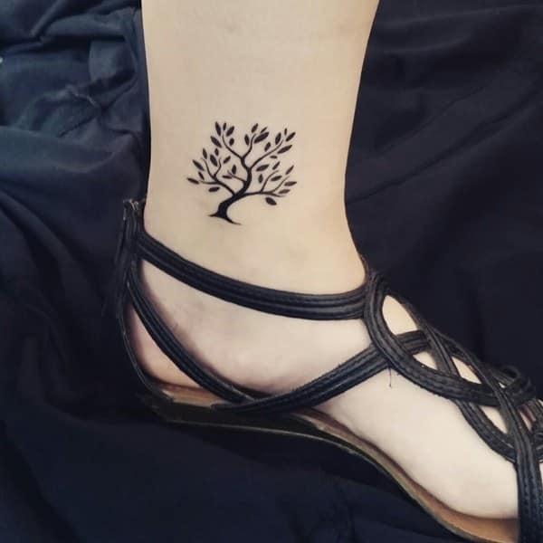 Tatuajes del árbol de la vida el tobillo 3