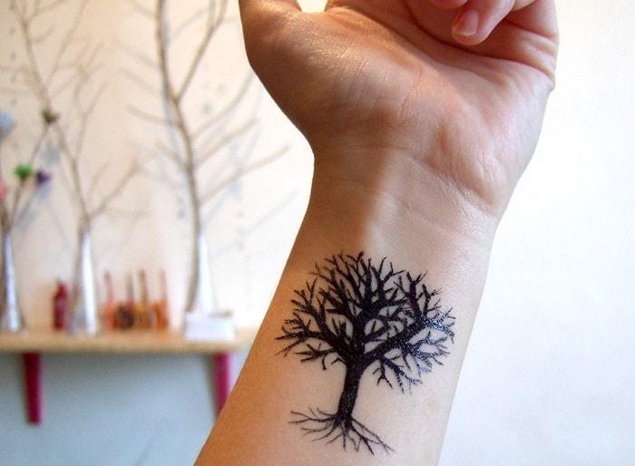 Tatuaje árbol de la vida para mujer en la muñeca 3
