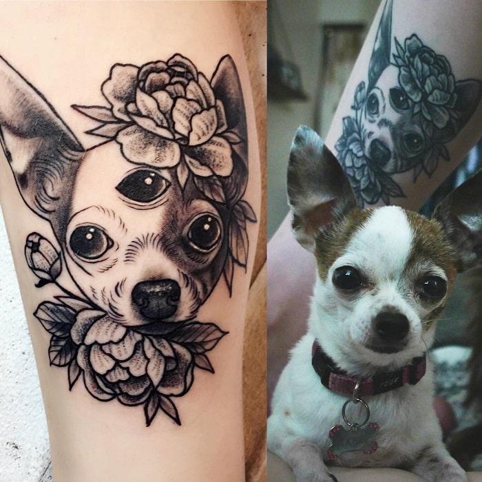 Tatuaje mascota perro con flores