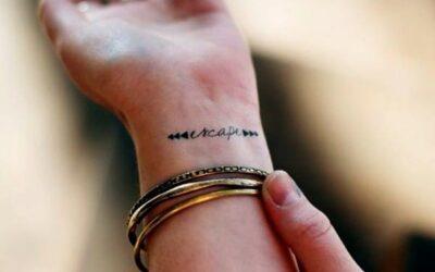 Cómo combinar los tatuajes con el outfit y complementos